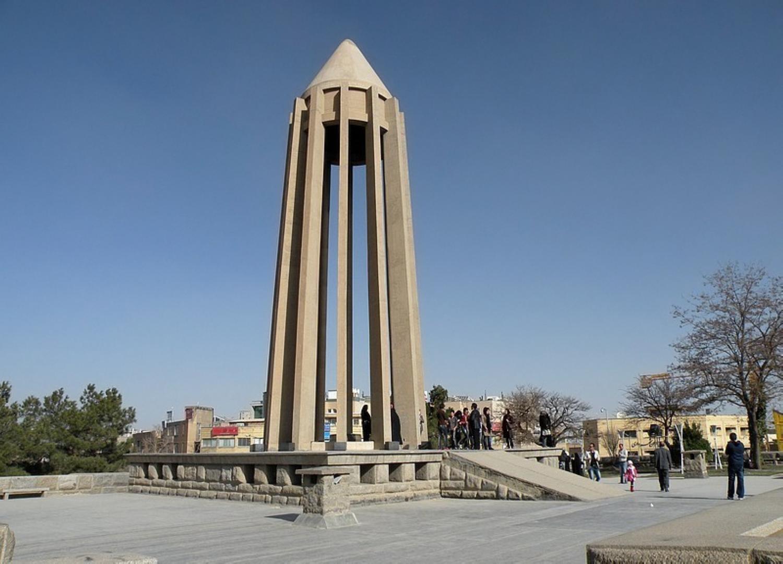 آرامگاه ابن سینا، شاهکار مهندسی معماری ایرانی