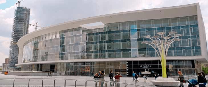 ساختمان ایوان ایتو، در میدان آئولنتی؛ به پیش آمدگی طبقهی بالای همکف میتوان توجه نمود