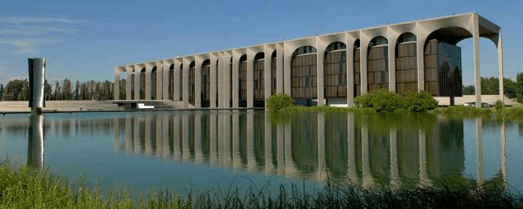 مرکز مندادوری، اثر اسکار نیمیر در میلان، تمام شده در سال 1975 میلادی