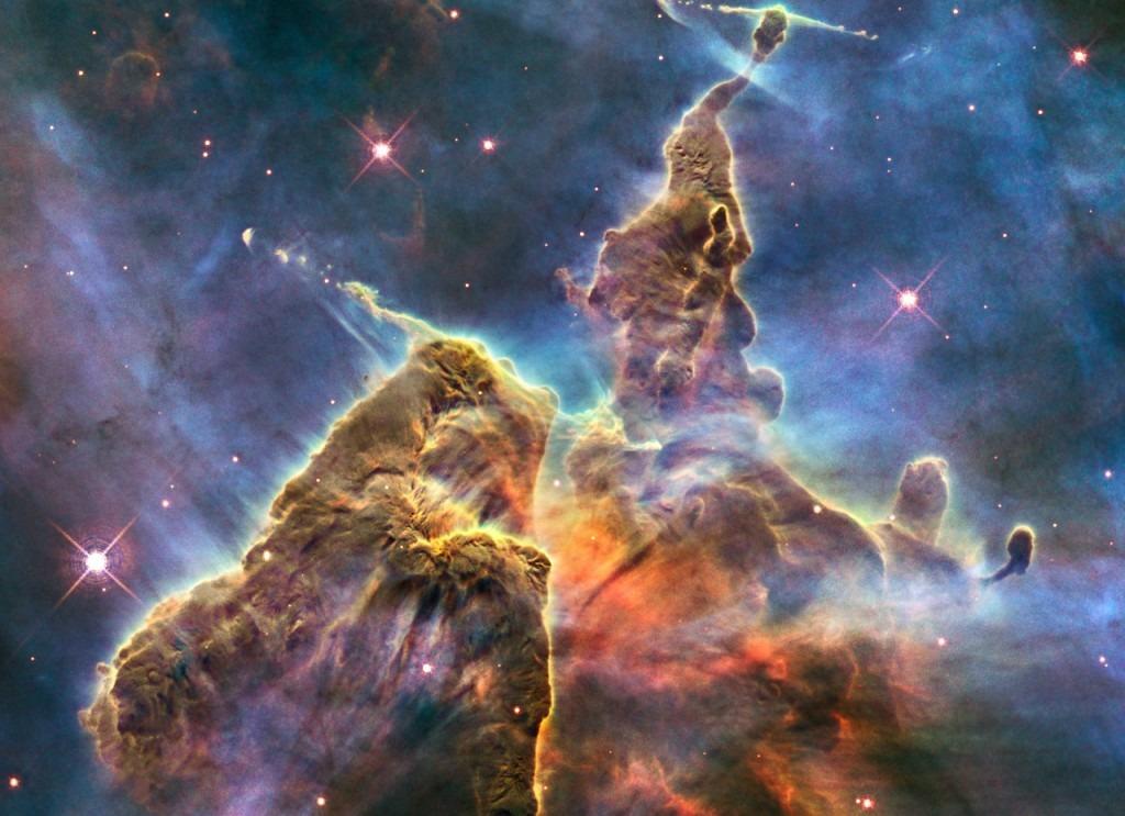 تلسکوپ هابل چگونه از سیارات، کهکشانها و سحابیها عکاسی میکند؟