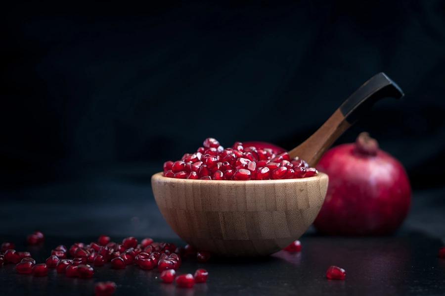 چرا باید شب یلدا خوراکیهایی مثل هندوانه و انار خورد؟