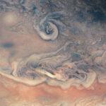 کاغذ ابر و باد یا تصویری از ابرهای مشتری