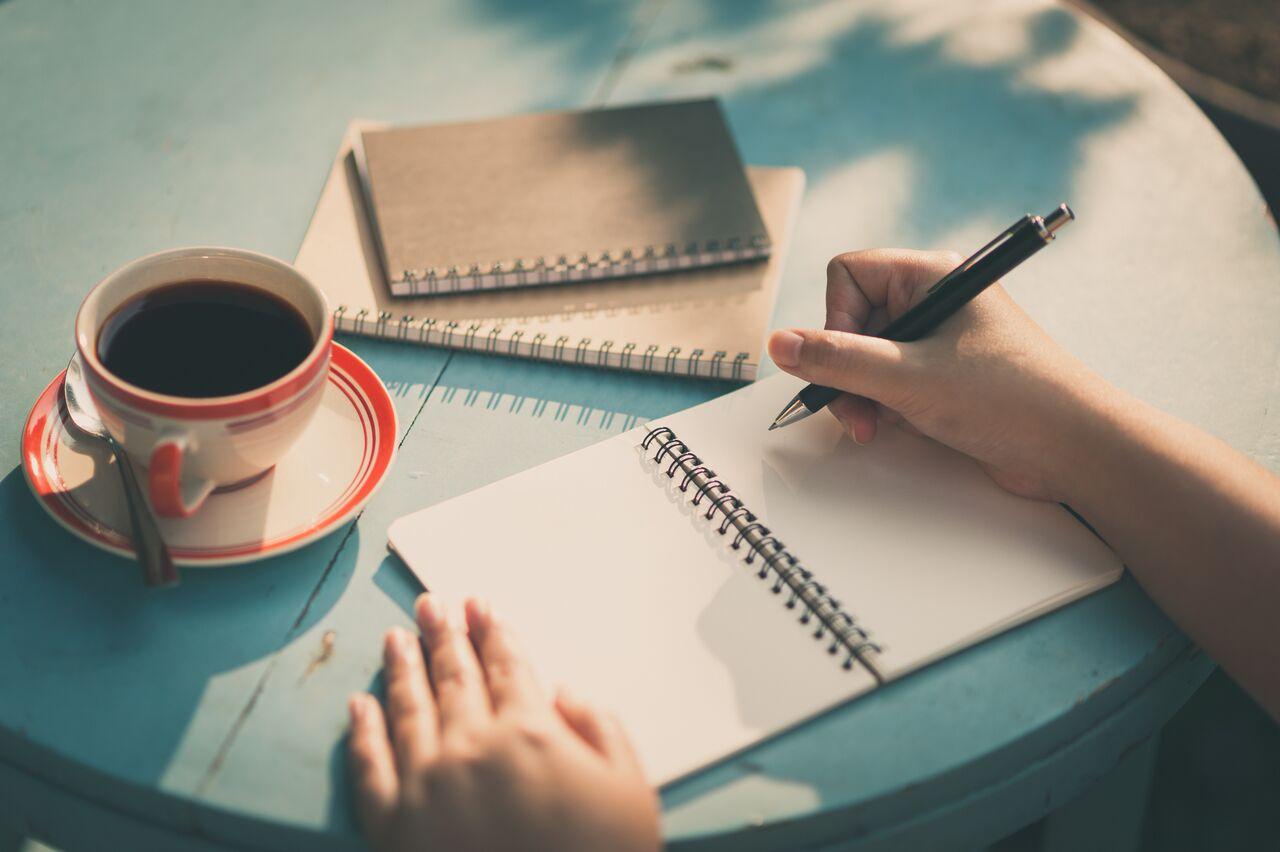 طریقه نوشتن رزومه کاری برای شغل مترجمی