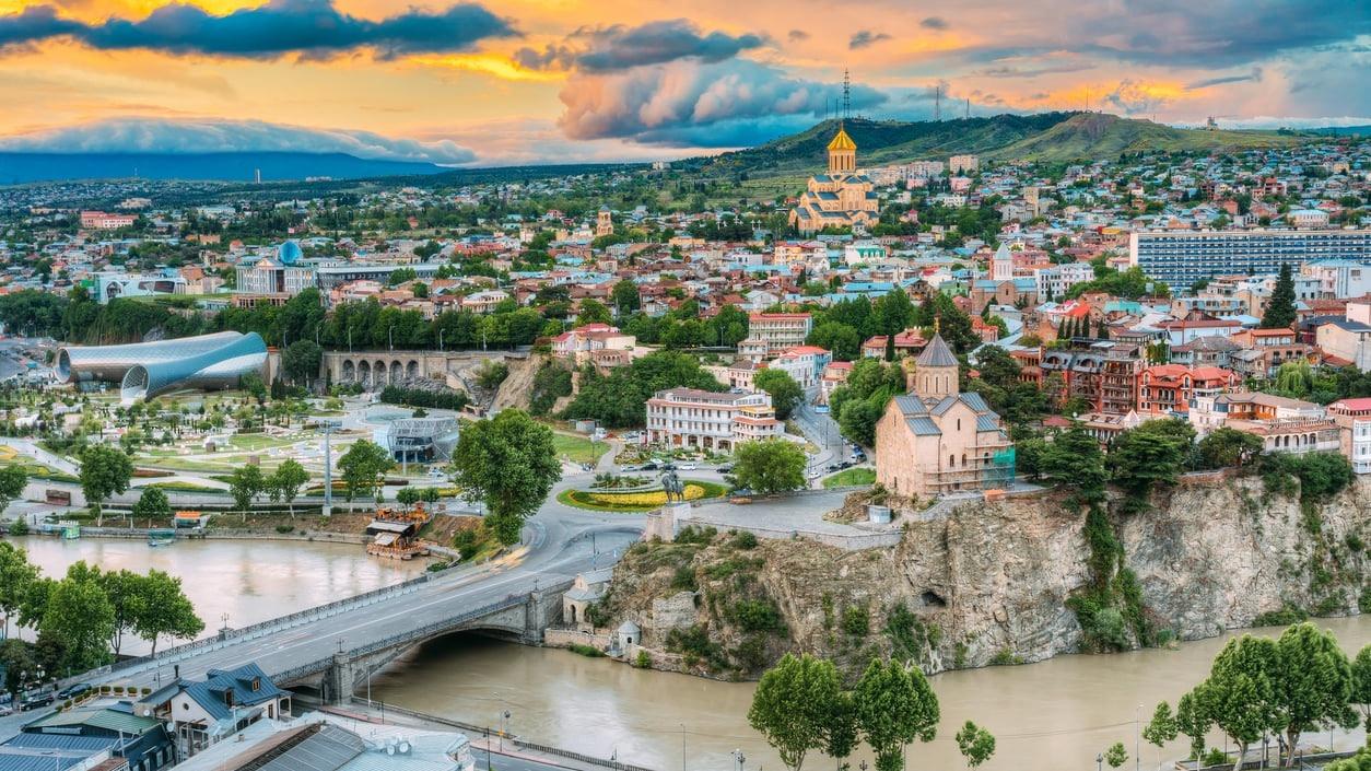 سفر به گرجستان، سرزمین مجسمهها، کلیساها و زادگاه استالین
