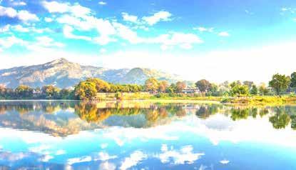 دورنمایی از پکارا با دریاچه فیوا و ارتفاعات هیمالیا