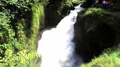 نمایی از آبشار دویس