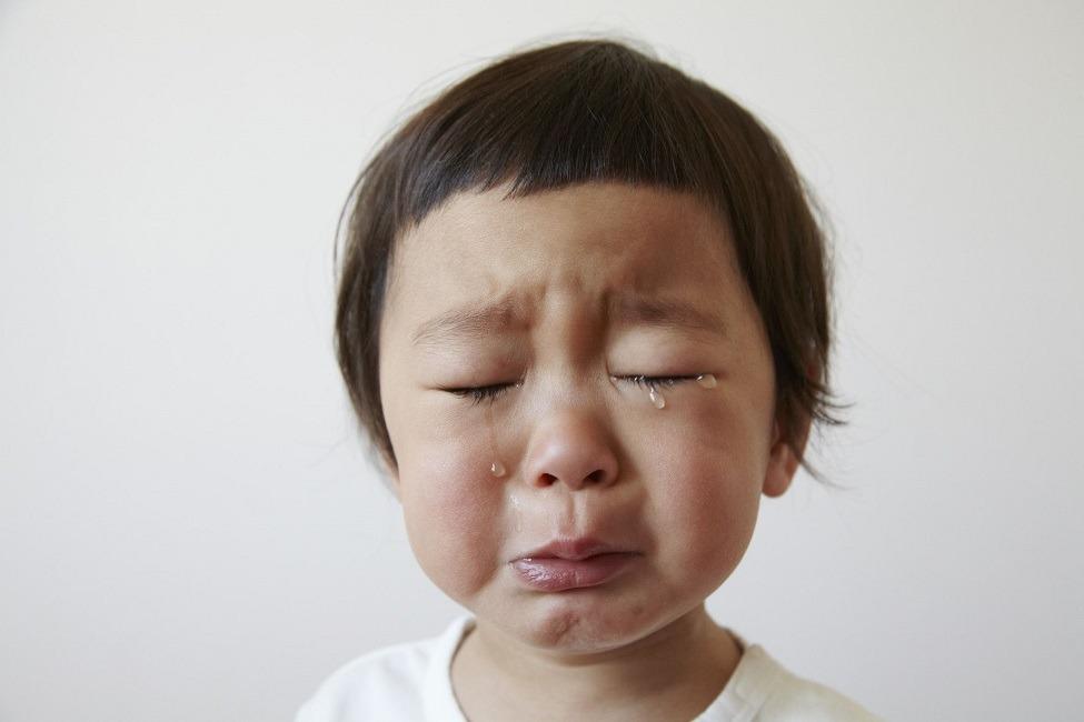 اشک چشم چیست و چرا انسان گریه میکند؟