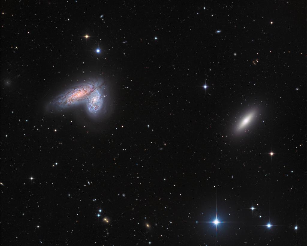 وقتی دو کهکشان با یک دیگر برخورد میکنند