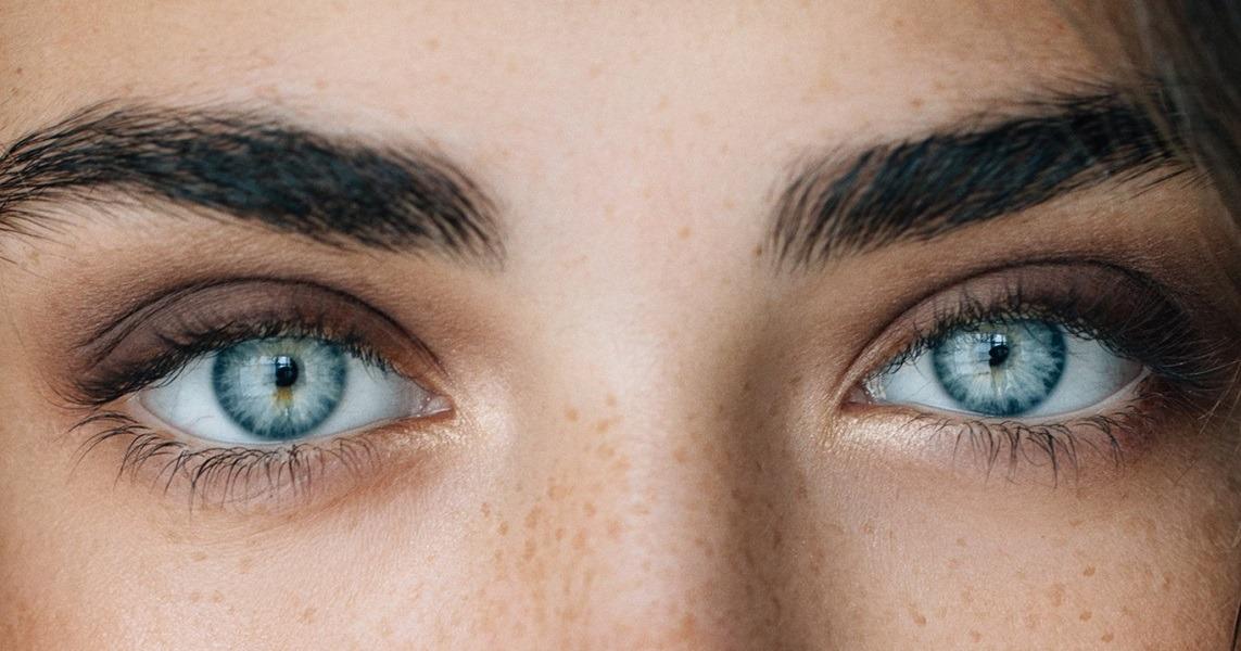 لازک کنیم یا لیزیک؟ مزایا و معایب لازک چشم چه هستند؟