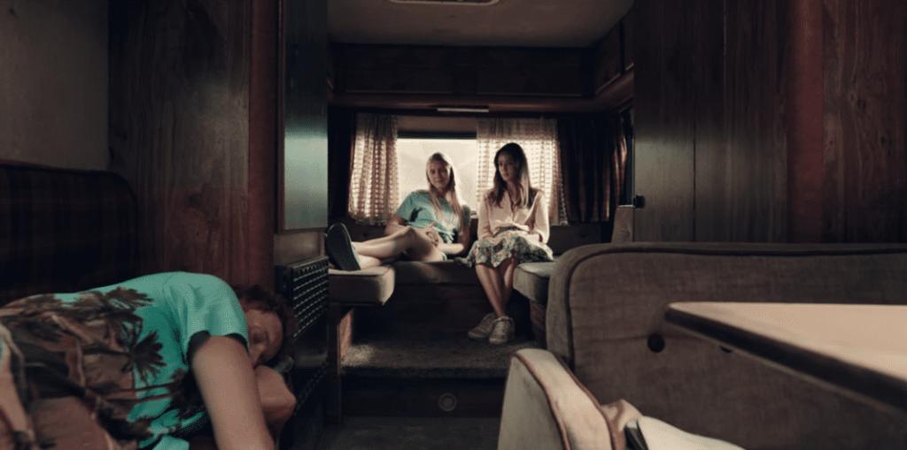 نقد فیلمA Classic Horror Story – تلفیق میدسامر با کشتار با ارهبرقی در تگزاس