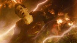 سوپرمن در برابر اسکارلت ویچ: چه کسی برنده میشود؟